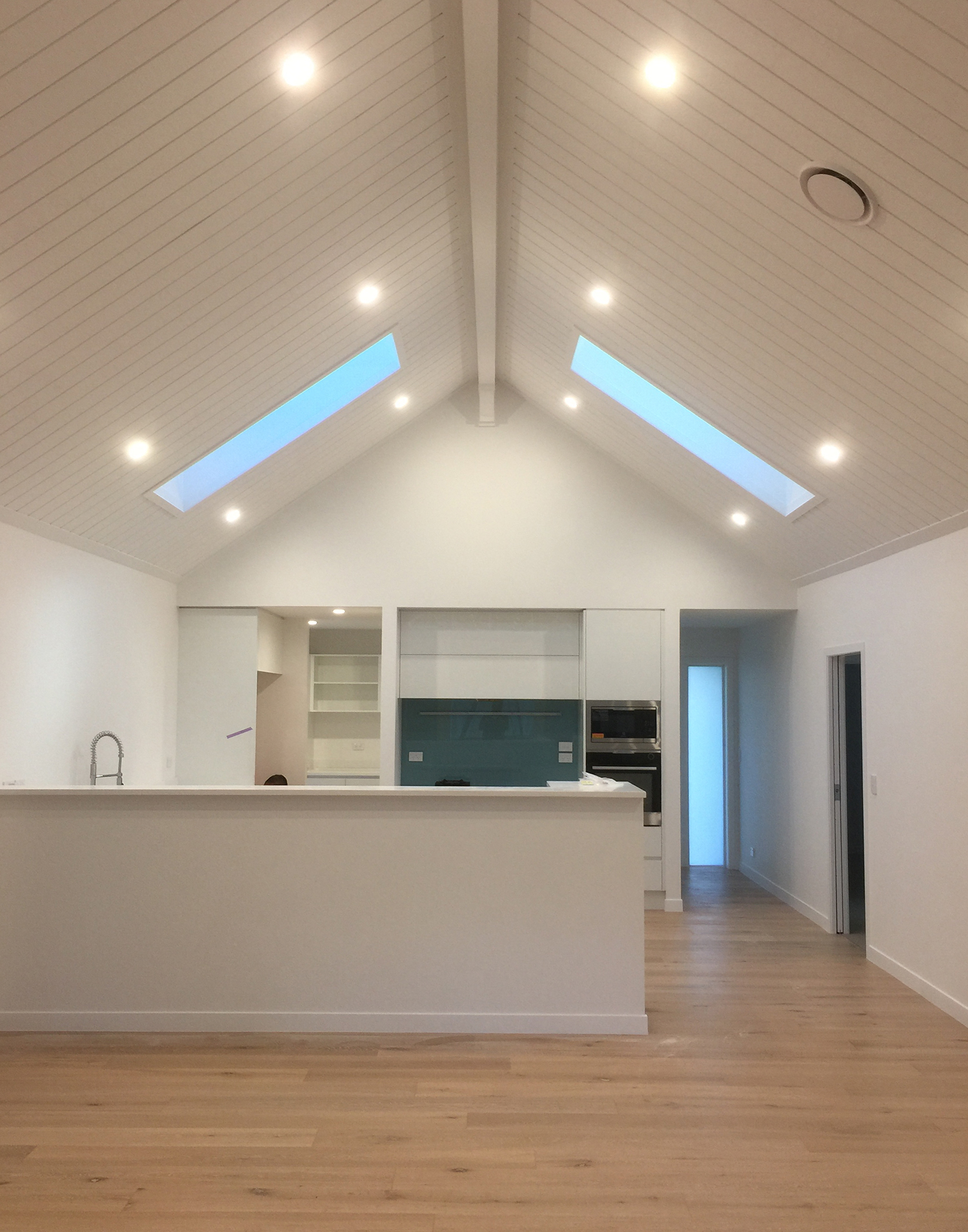 FSP Team not specialises in plasterboard fixing, stopping and painting as well as interior and exterior painting and wallpapering.
